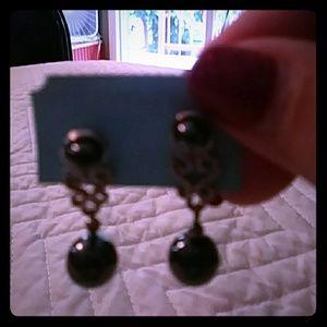 Piersed earnings gray pearls